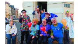 """Das Seniorenkabarett der Leutzscher und Lindenauer Nichtmehr-jungen präsentiert das Programm """"Frühlingsfest im Seniorenheim""""."""