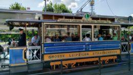 Historischer Straßenbahn-Triebwagen 308 am Leipziger Hauptbahnhof. am