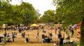 Menschen und Stände auf dem Leutzscher Stadtteilfest.